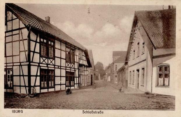Ansichtskarte mit Blick in die Schloßstraße (vorne links: Gasthaus Eymann), Jahr unbekannt